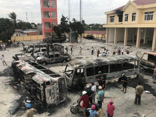 Kết quả hình ảnh cho đốt trụ sở phòng cháy ninh thuận